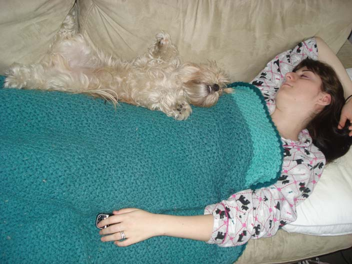 dewey-sleeping-with-mindy.jpg